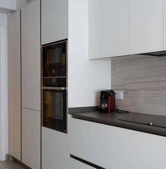 Una cocina moderna con toques sofisticados